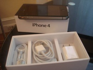 Apple iphone 4g 32gb  $300