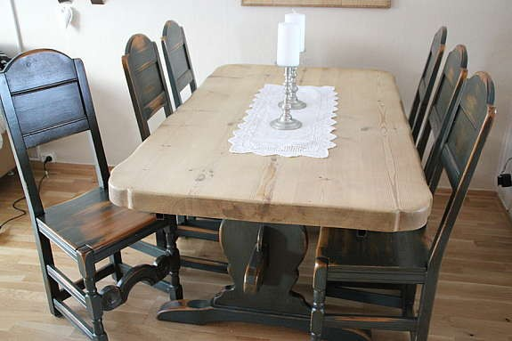 Herlig Bondemøbler, Heidal bord m/8 Gudbrandsdal stoler - Møbler - Kjøp QU-35